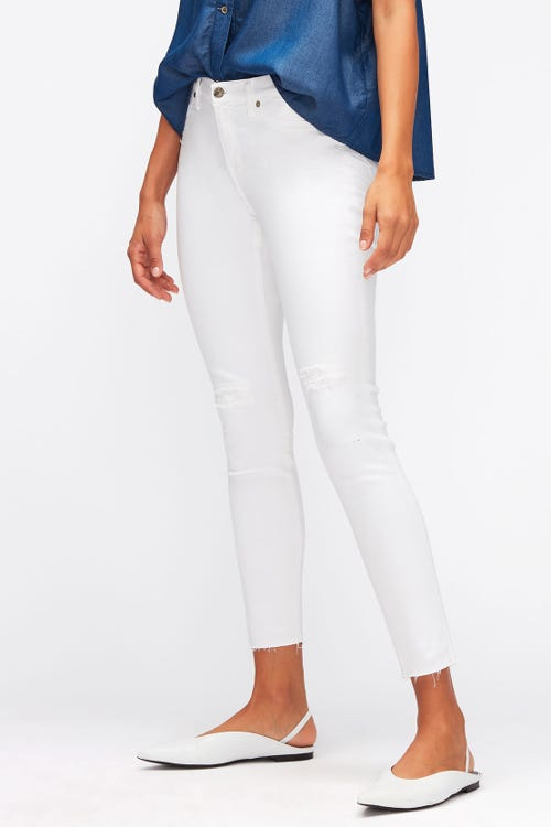 THE SKINNY CROP SLIM ILLUSION PURE WHITE DISTRESSED WITH RAW CUT FRAYED