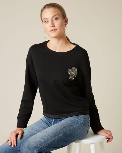 EMBELLISHED BROOCH SWEATSHIRT JET BLACK