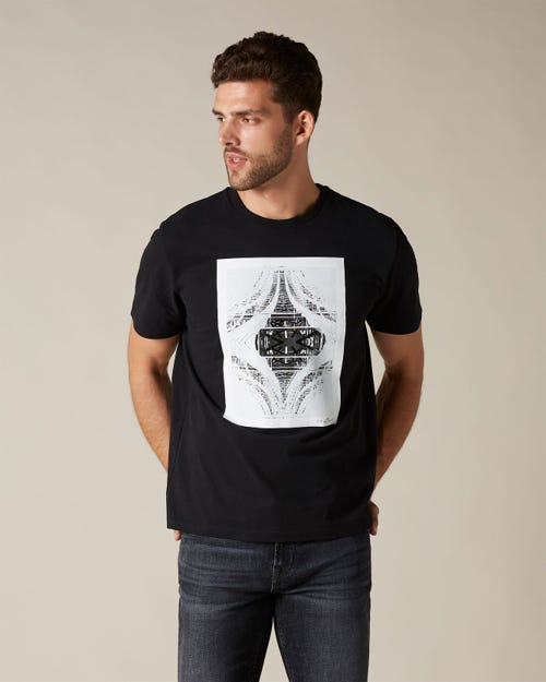 GRAPHIC TEE COTTON 7 UNDERNEATH BLACK