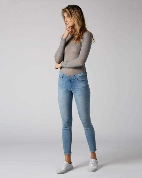THE SKINNY B(AIR) MIRAGE WITH EMBELLISHED LABEL
